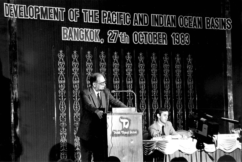 Lyndon LaRouche speaks at a conference in Bangkok, Thailand on the Kra Canal jointly sponsored by EIR, the Fusion Energy Foundation, and the Thai government