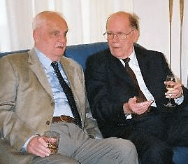 Lyndon LaRouche and Stanislav Menshikov converse during a celebration in Moscow sponsored by the Academy of Sciences