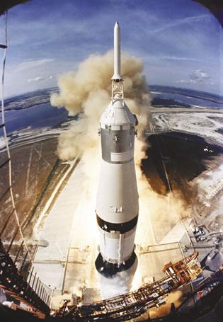 a5-apollo_11_launch_opt